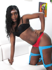 Hot ebony girl Hipsdance