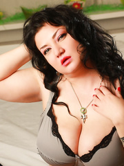 Curvy webcam model OneDivineDoll
